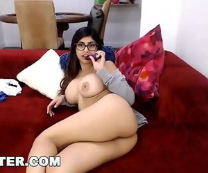 CAMSTERMia Khalifa Plays..