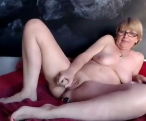 SpicyHoneyMilf Secret Cam..